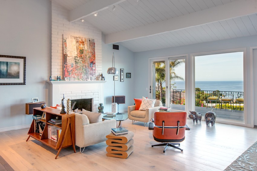 Fresh Beach House Merging Classic and Contemporary Details ...